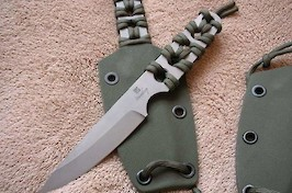 Neck Knife in RWL34 and paracord wrap
